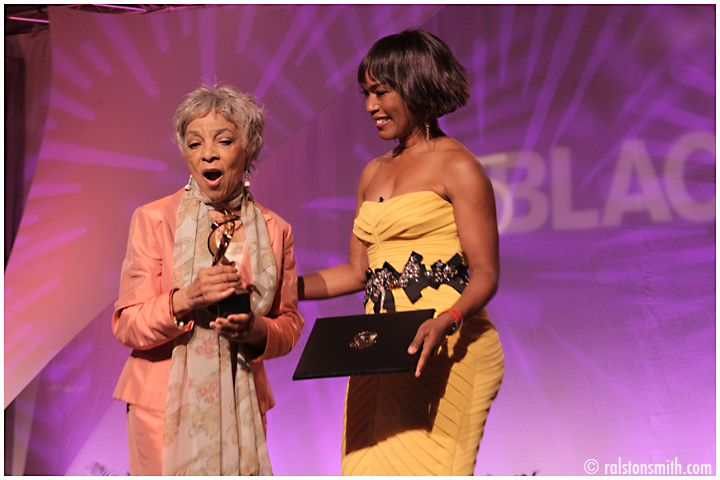 ruby dee accepts an award from angela bassett at mcdonald's 365black event {new orleans}
